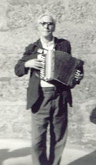 Photo of Davie with melodeon in 1970, by Vic Smith