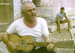 Picture of male singer with chitarra battente
